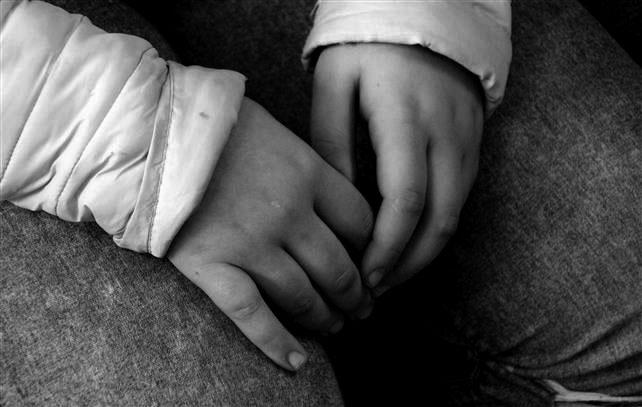 Coşmar la 10 ani. Fetiţa nevoită să-şi vadă agresorul în libertate
