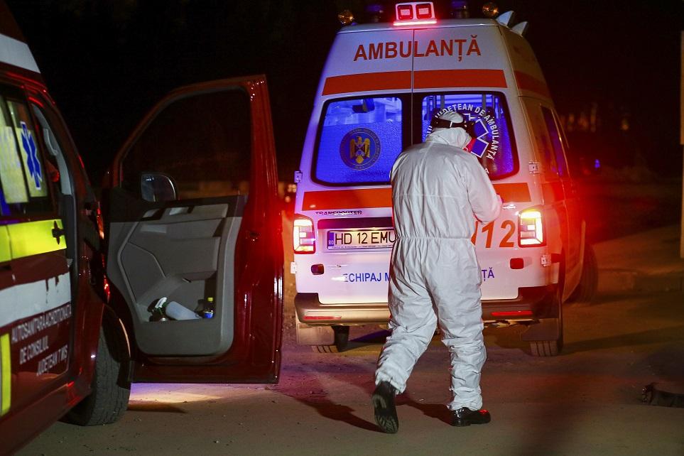 Hunedoara nu mai are locuri libere la Terapie Intensivă. Trei pacienţi, transferaţi la Arad
