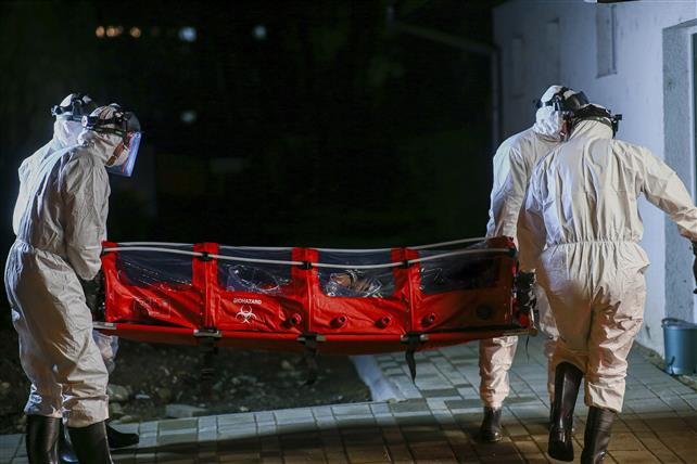 Încă patru decese ale unor pacienţi diagnosticaţi cu coronavirus. Una dintre persoanele decedate este din județul Hunedoara