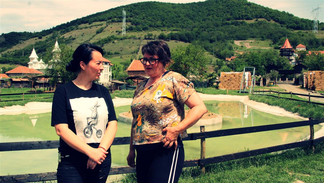 Adriana IGNAT si Silvia OLARI