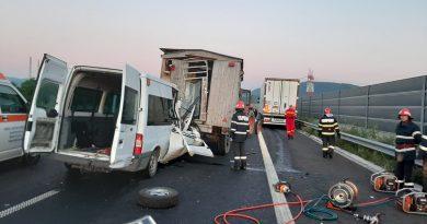 Accident MORTAL pe autostrada A1! O femeie și-a pierdut viața și alte patru victime au fost transportate  la spital