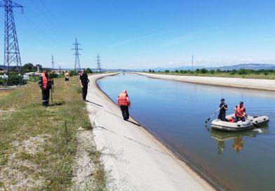 Fetiţă de şapte ani, căutată de pompieri după ce a dispărut în apele unui canal