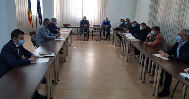 """Prefectul Județului Hunedoara s-a întâlnit cu o delegație a conducerii sindicatului """"Muntele"""". Principalele teme discutate"""