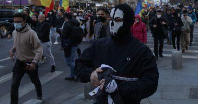NOUL VAL ROMÂNESC: Libertatea de a considera omul cinstit și întreg un fraier inadaptat