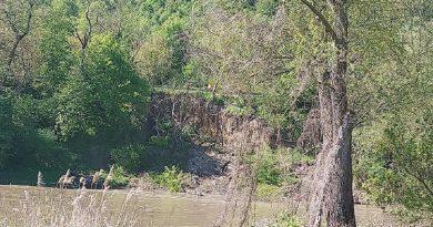 Alunecare de teren pe malul râului Mureș