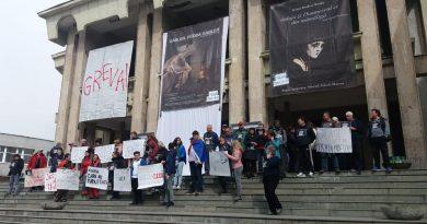 """CULTURĂ SUB BOCANC PESEDIST. Primarul din Petroșani protestează: """"Solicit CJ Hunedoara să înceteze bătaia de joc de la Teatrul din Petroșani!"""""""