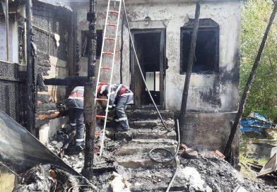 Incendiu violent la o casă din Vulcan