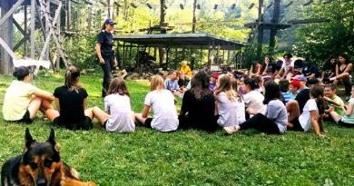 Jandarmii hunedoreni alături de copii aflați în tabără
