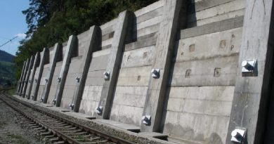 Circulația feroviară pe ruta Simeria – Livezeni, în pericol din cauza alunecărilor de teren